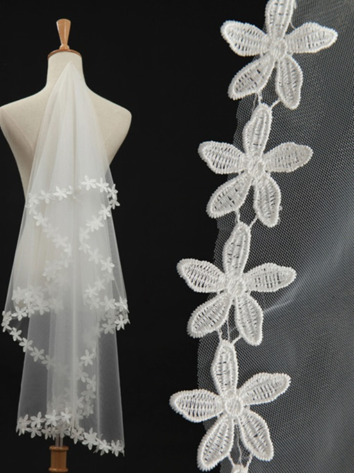 Charming Waltz Tulle Flowers Wedding Veil
