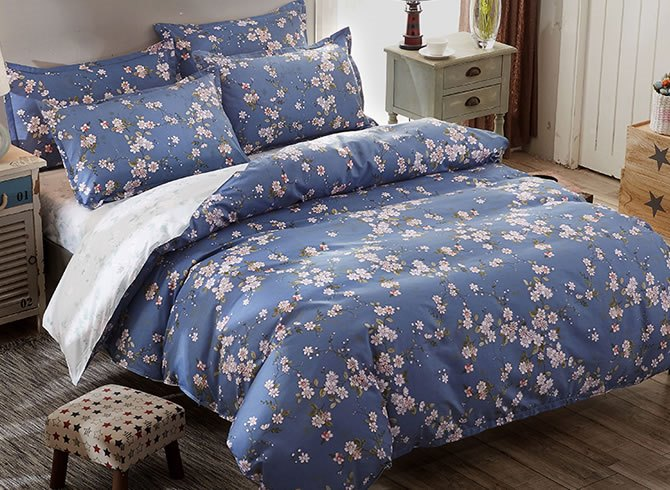 Vivilinen Pink Flowers Prints Polyester 4-Piece Blue Bedding Sets/Duvet Covers