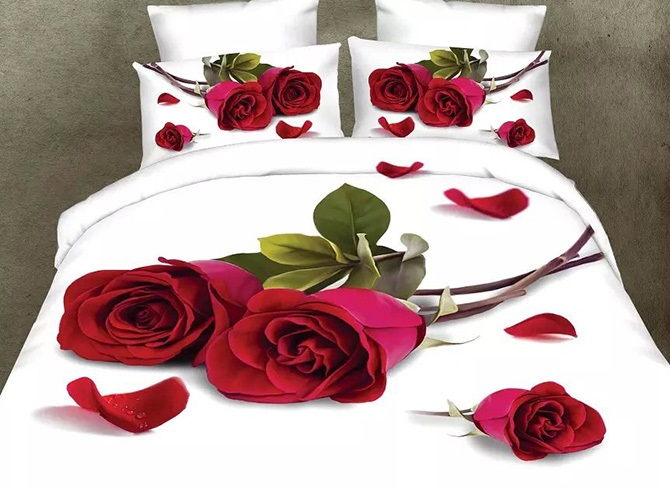 Vivilinen Romantic Red Rose and Petals Design 4-Piece Polyester Duvet Cover Sets