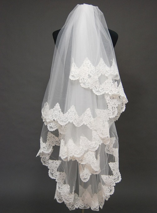 Attractive Floral Edge Wedding Veil