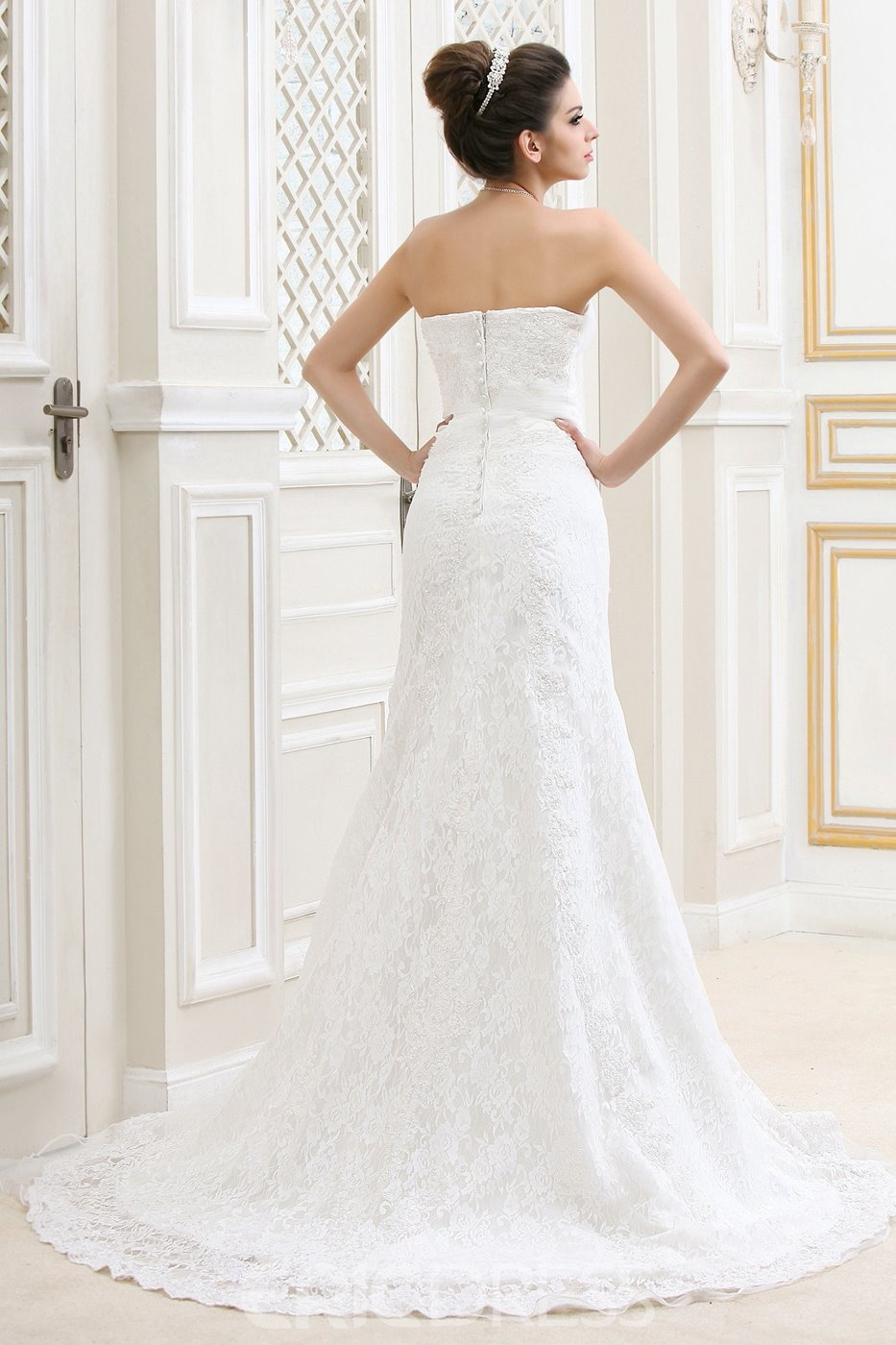 Graceful A-Line Sweetheart Chapel Lace Bridal Gown