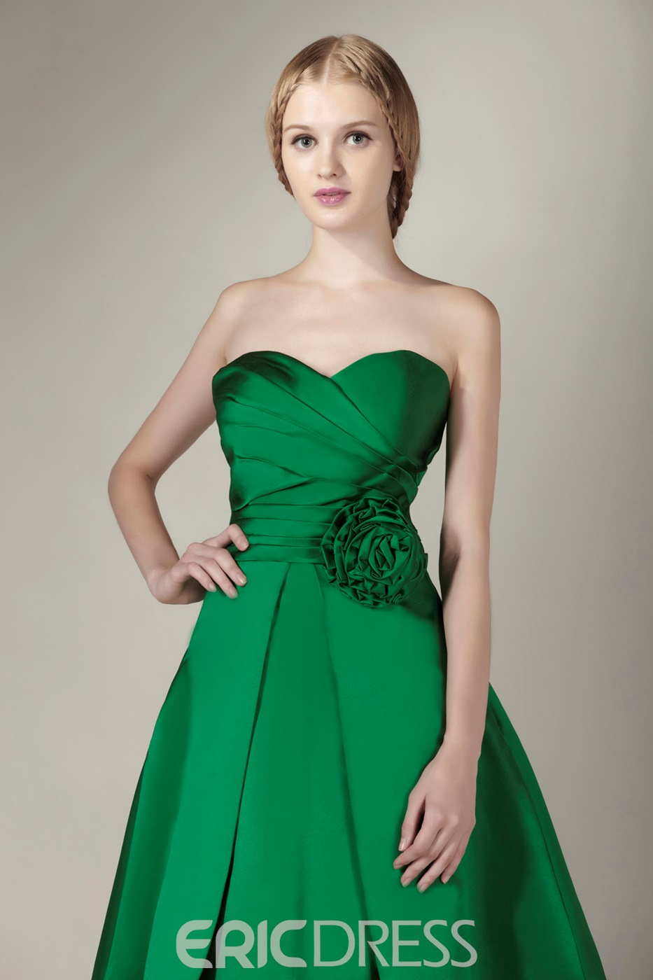 Pretty A-line Sweetheart Knee-length Bridesmaid Dress