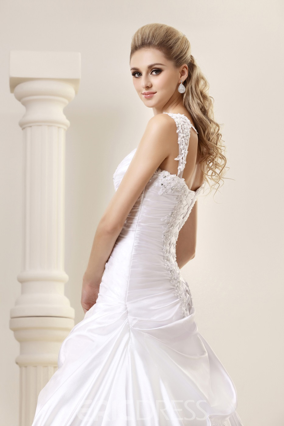 Amazing A-Line Straps Sweep Vintage Appliques Wedding Dress