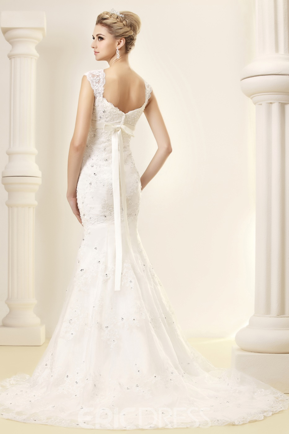 Gorgeous Trumpet/Mermaid Straps Sweetheart Appliques Wedding Dress