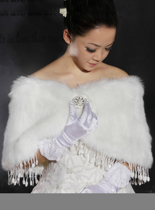 Gorgeous Faux Fur Wedding Wrap/shawl with Rhinestone Brooch