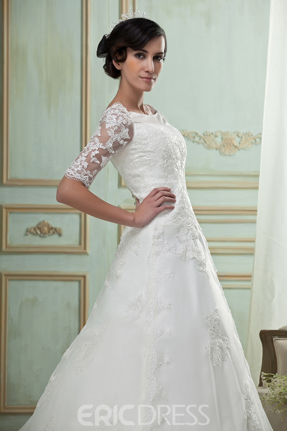 Pretty A-Line/Princess Half-Sleeves Lace Trimmed Wedding Dress