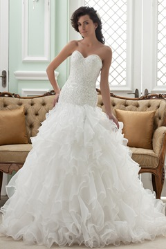Volants de Amazing Ball Gown Sweetheart chapelle Train robe de mariée