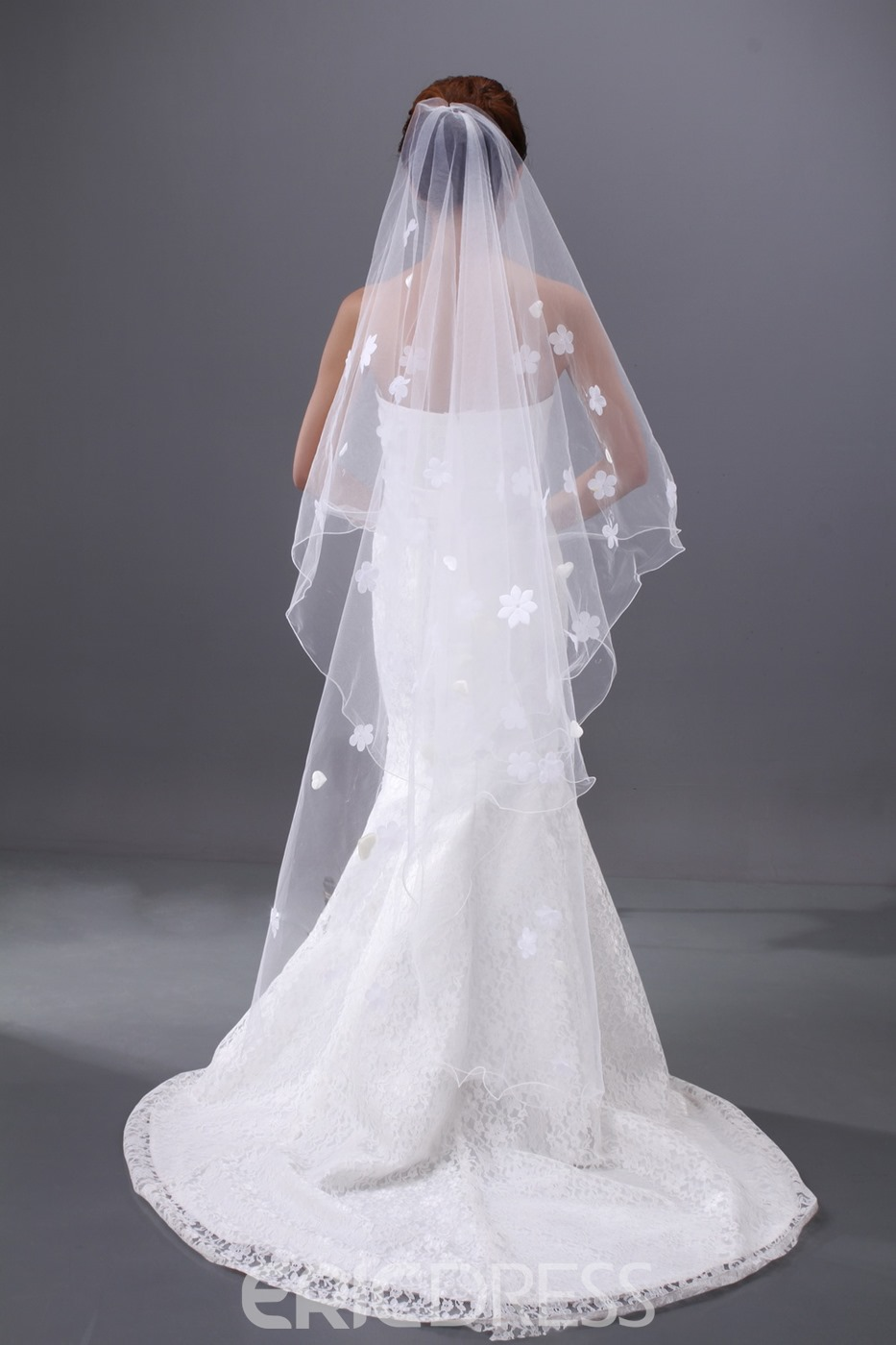 Charming Waltz Tulle Wedding Brail Veil