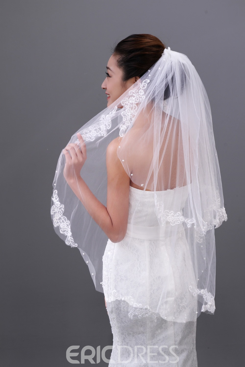 Pretty Elbow Bridal Veil with Lace Edge