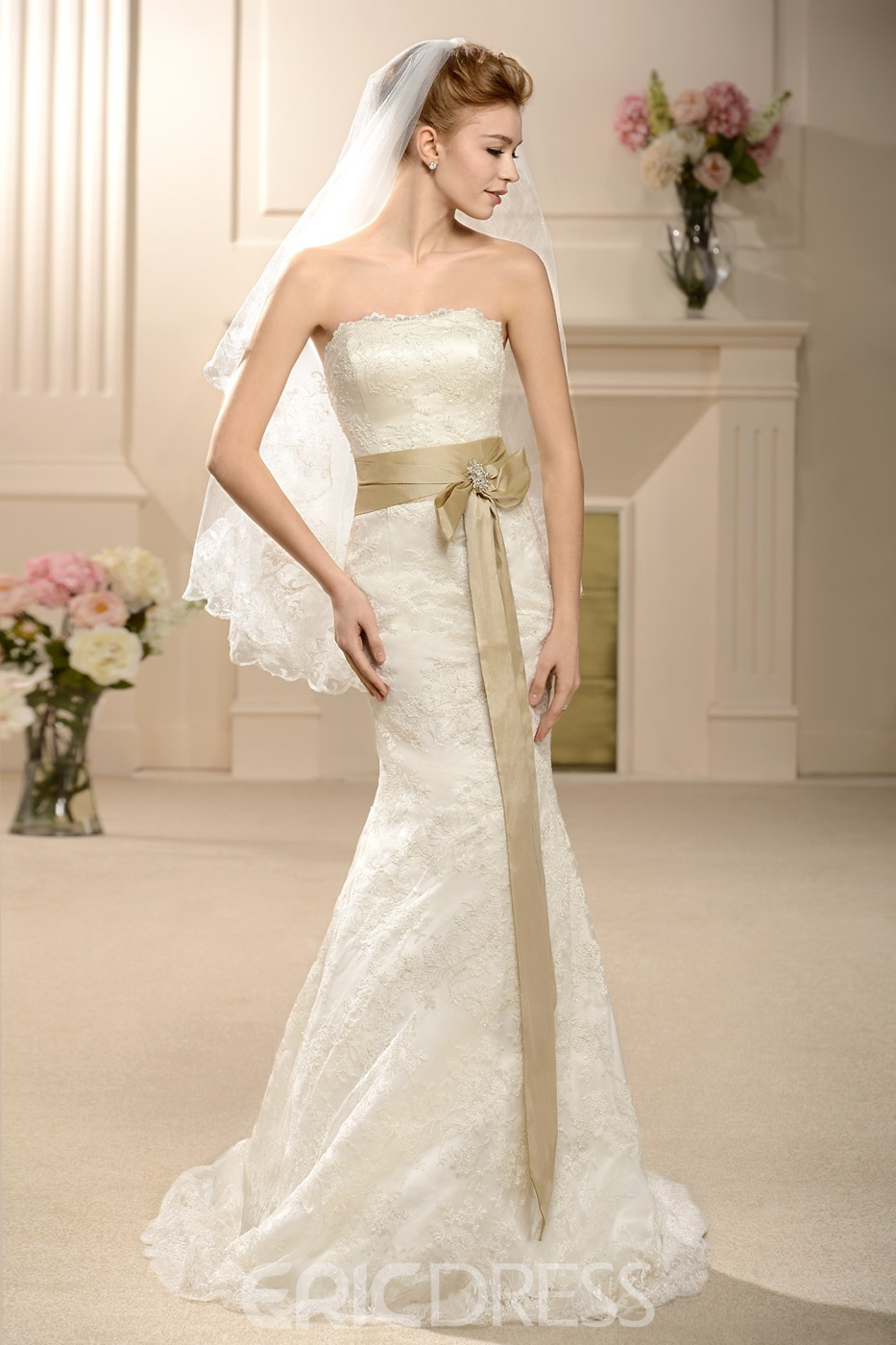 Amazing Trumpet/Mermaid Floor-length Court Strapless Lace Wedding Dress