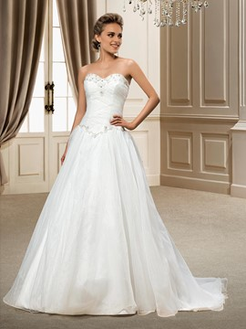Fashionable A-line Sweetheart Organza Beading Chapel Train Wedding Dress