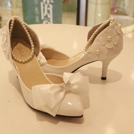 Elegant Bowknot Pearls White Stiletto Wedding Shoes