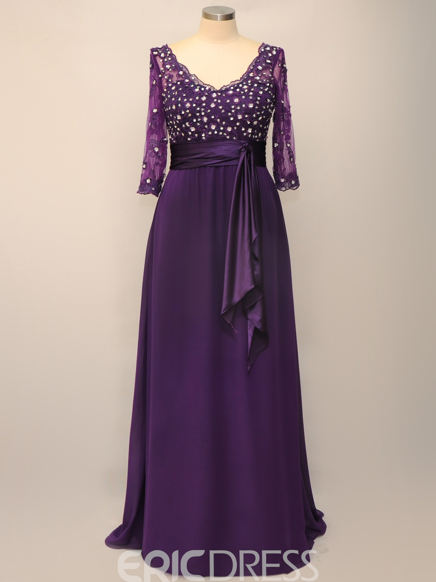 Delicate Lace A-line Empire Waist V-Neck 3/4-Sleeves Plus Size Mother of the Bride Dress