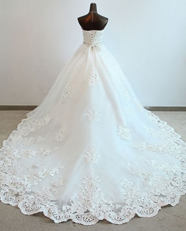 Magnifique Ball Gown Sweetheart perles applications chapelle charmante robe de mariée