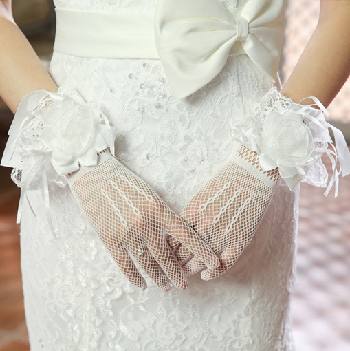 Classical Lace Flowers Wedding Gloves