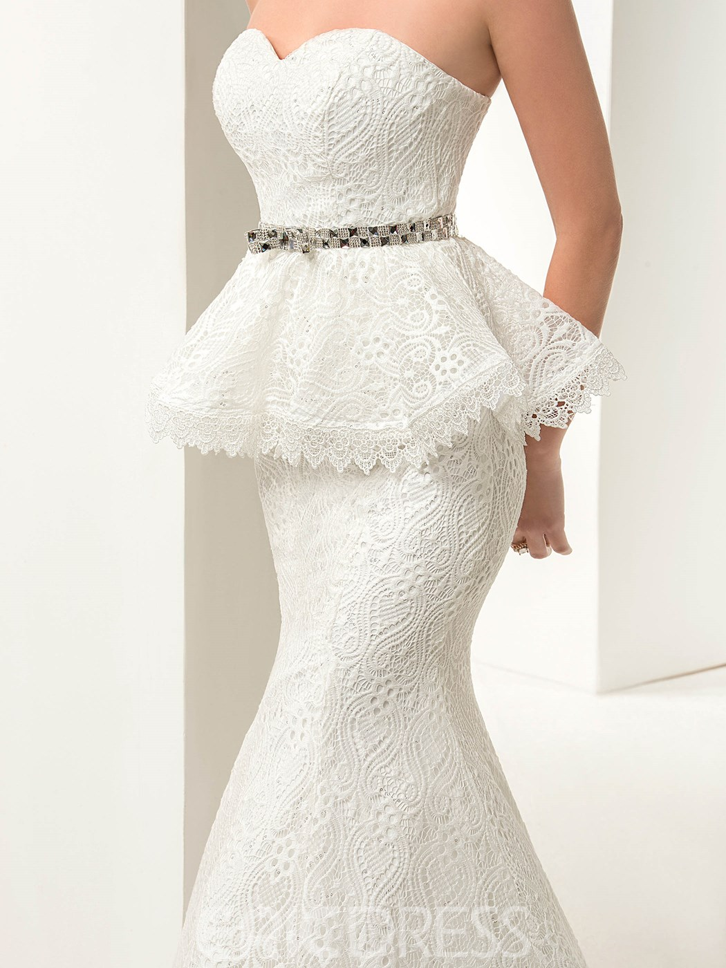 Charming Lace-Up Mermaid Tiered Floor-Length Lace Wedding Dress