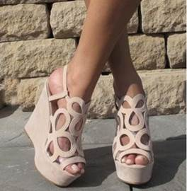 Beliebte Hohl-Outs Peep-Toe Wedges