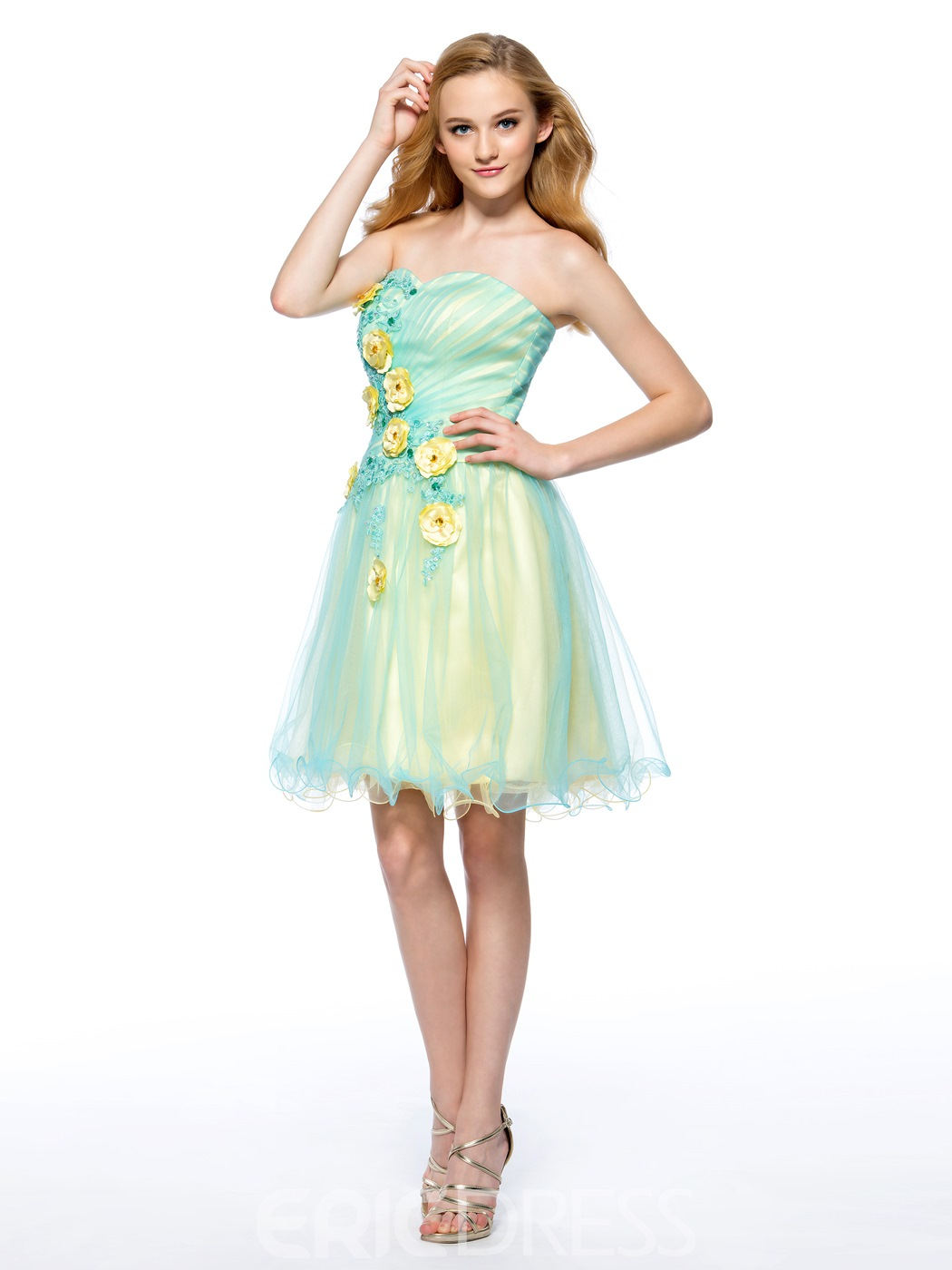 Charming A-Line Sweetheart Flowers Appliques Homecoming Dress