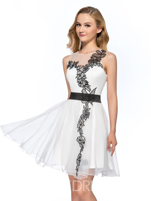 Pretty A-Line Halter Neckline Strapless Short Homecoming Dress