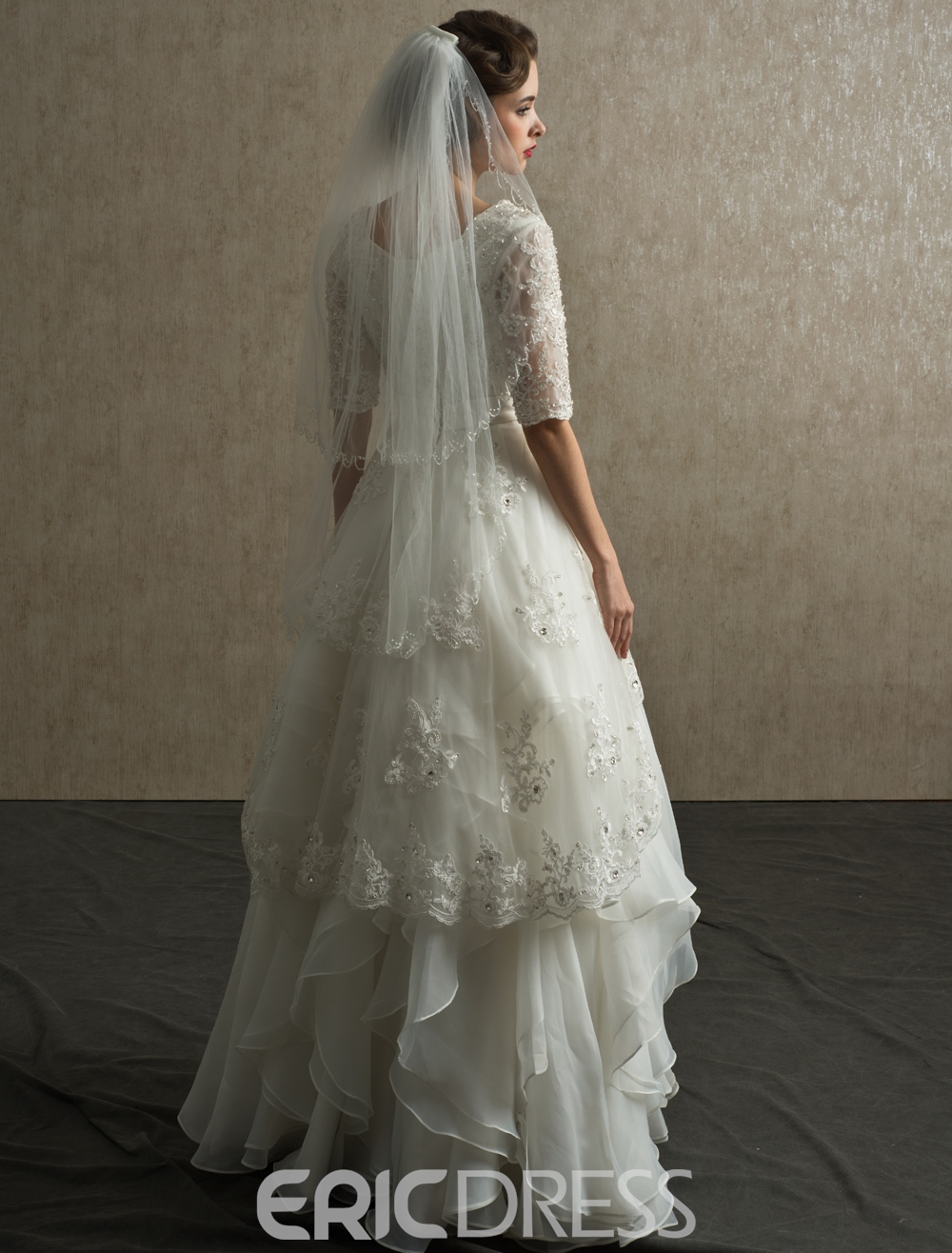 Classical Half-Sleeves Tiereds Appliques Floor-Length Wedding-Dress
