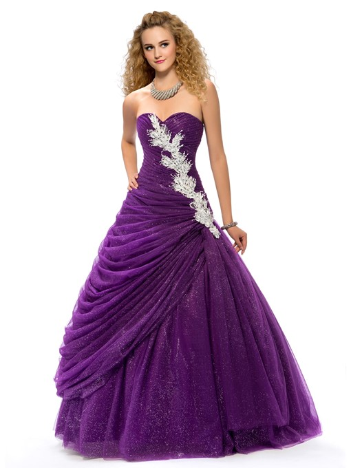Charming Sweetheart Ball Gown Appliques Quinceanera Dress