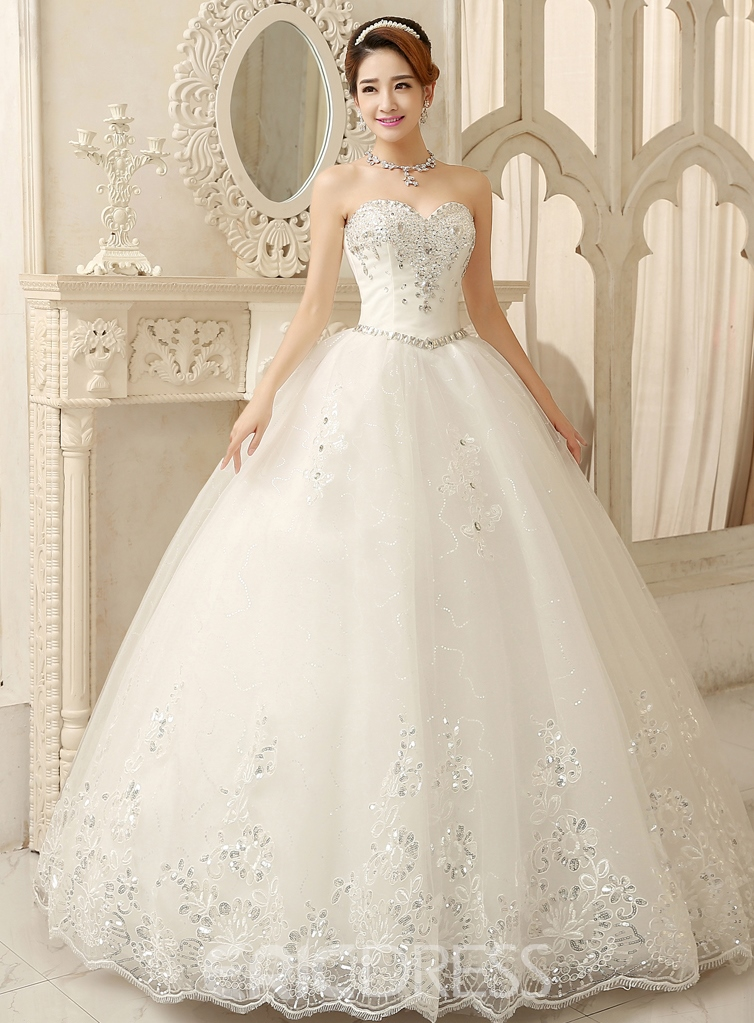 Sweetheart Appliques Beading Ball Gown Wedding Dress