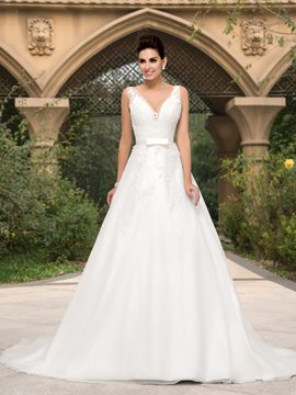 Ericdress V-Neck Appliques Button Wedding Dress