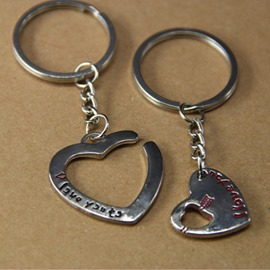 Creative Size heart-shaped couple keychains