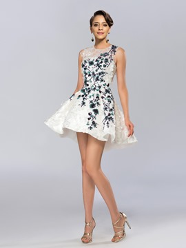 Amazing Floral Sequin Appliques Jewel Neck Short Cocktail Dress