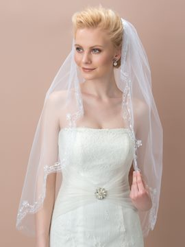 Pretty White Lace Border Bridal Veil