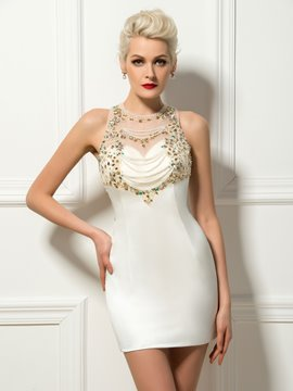 Robe de Cocktail courte perles bijou cou gaine