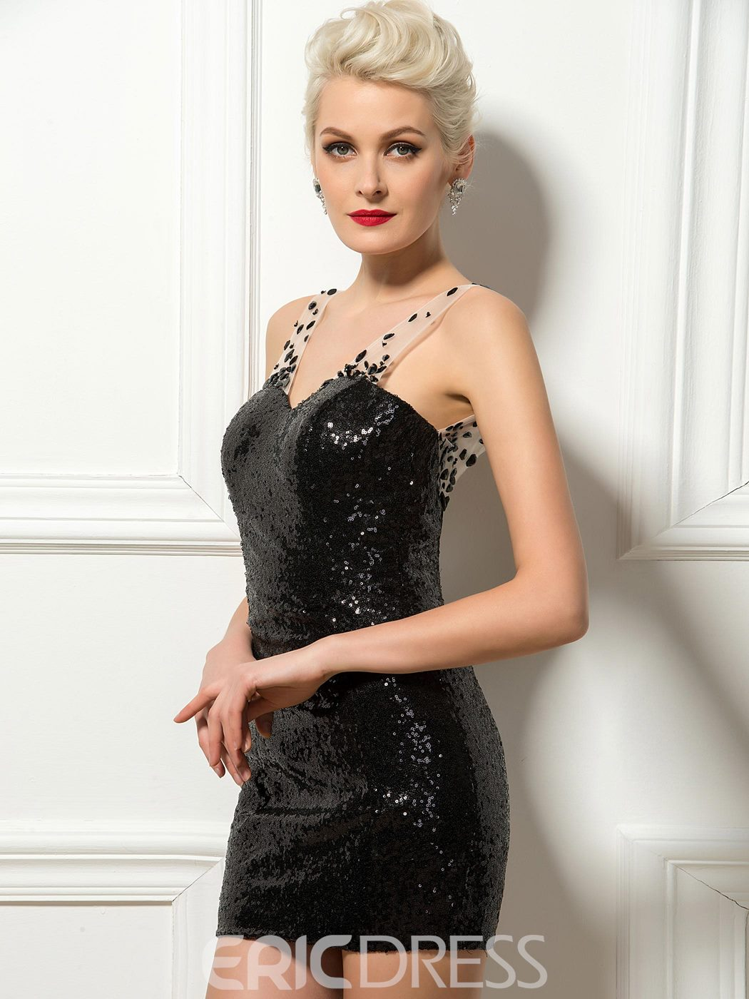 Charming Sweetheart Beaded Tulle Straps Black Sequin Cocktail Dress