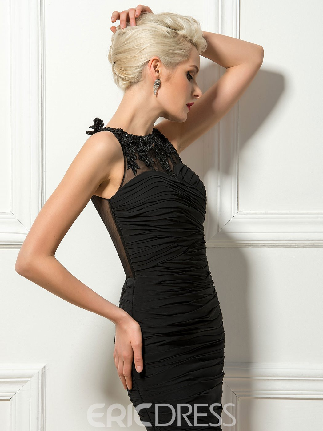 Sexy Lace Appliques Jewel Neck Sheer Back Ruched Black Cocktail Dress