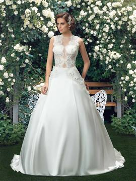 Charming Scoop Neck Appliques Ball Gown Wedding Dress