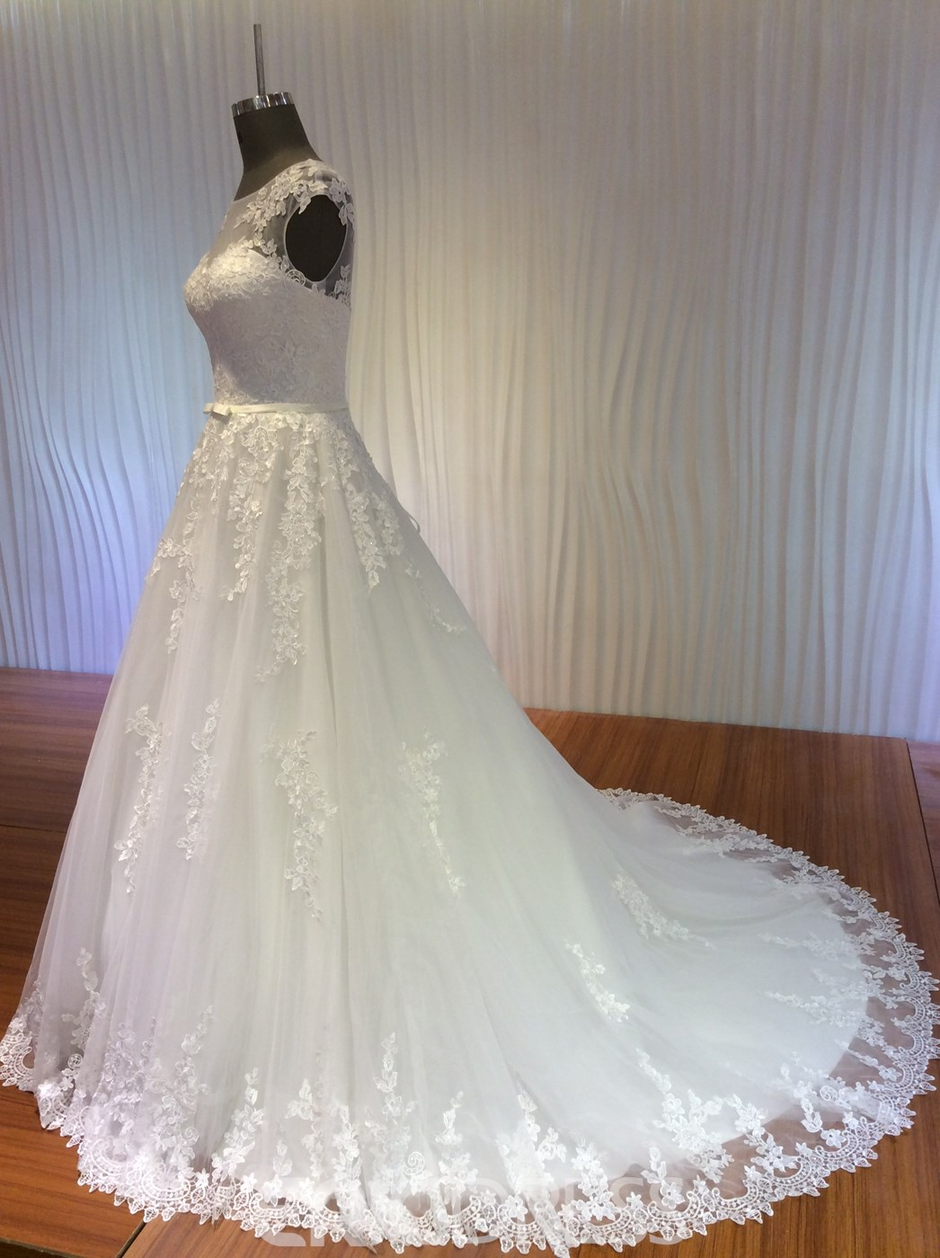Ericdress Appliques Lace Up Wedding Dress