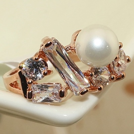 Pearl Exaggerated Ring