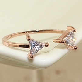 Double Triangle Imitation Diamond Ring