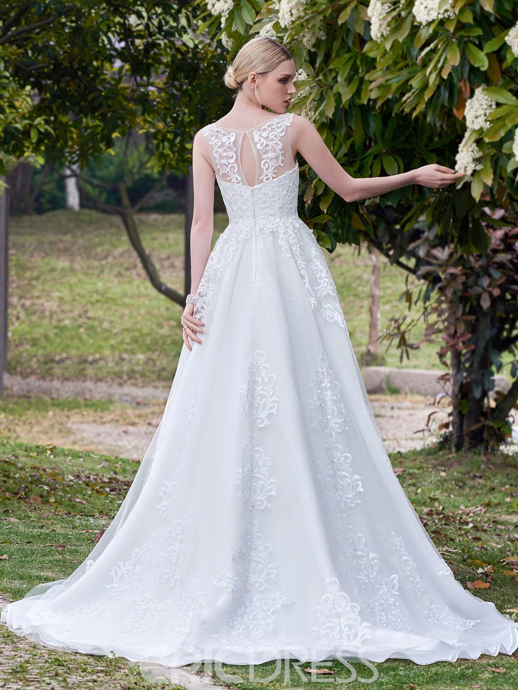 Ericdress High Quality Scoop Appliques A Line Wedding Dress