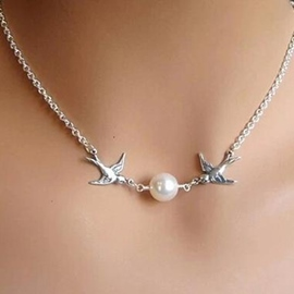 Double Bird Short Pearl Necklace