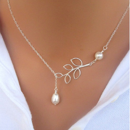 Concise White Pearl and Metal Leaf Decorated Necklace