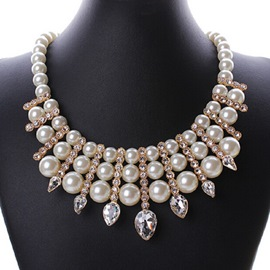 Pure Pearls Match Shinning Rhinestone Vogue Necklace