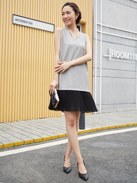 V-Neck Color Block Pleated Party Dress