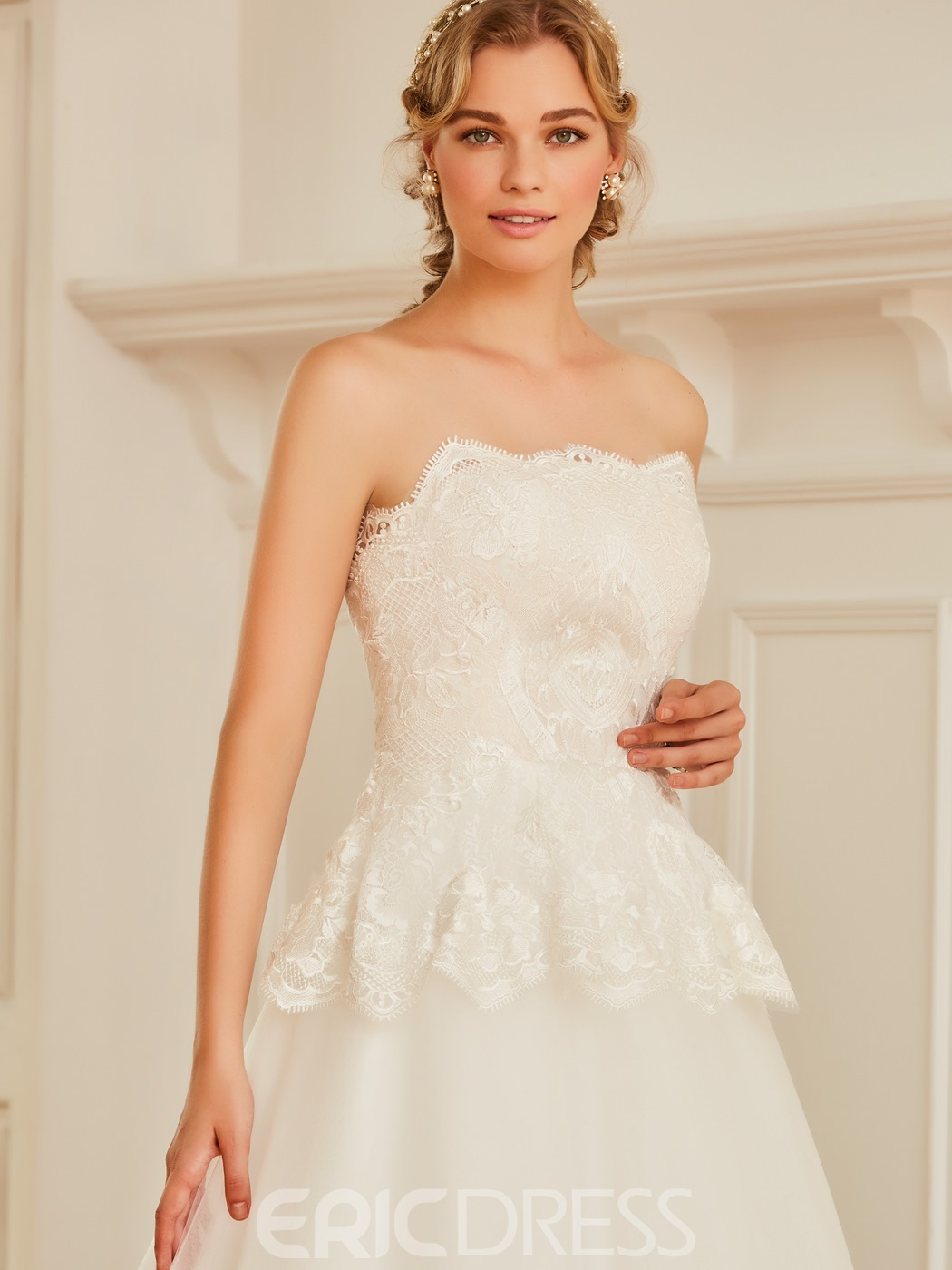 Ericdress Strapless Appliques Tulle Ball Gown Wedding Dress