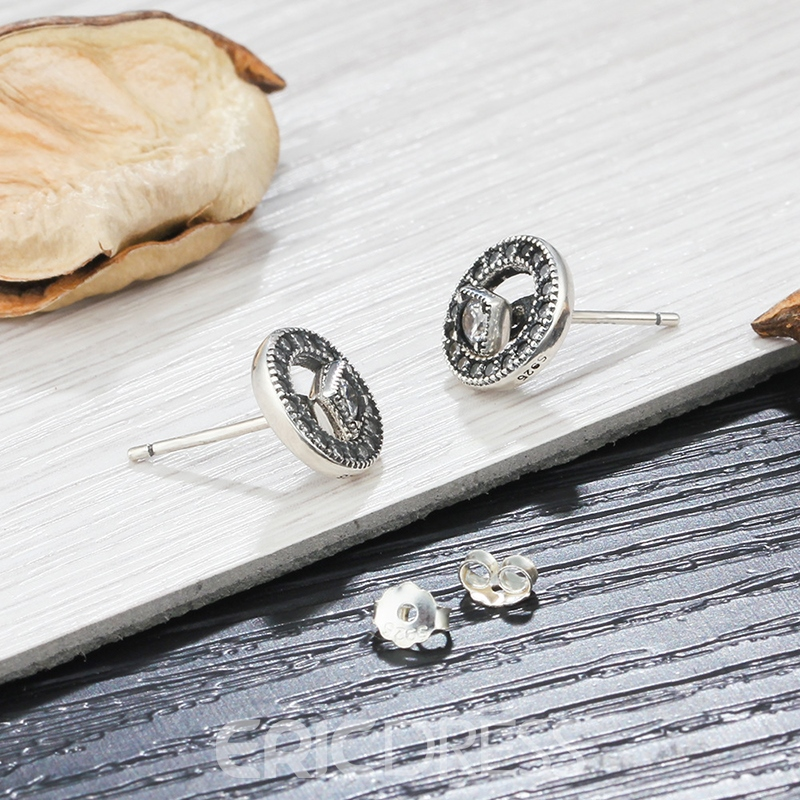 MarkChic Exquisite White Sapphire Hollow Out Fashion Stud Earring