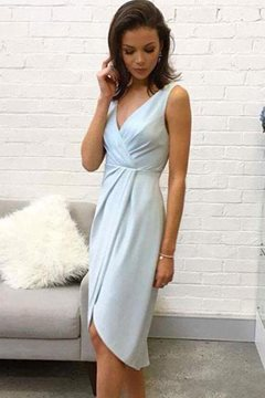 V-Neck Knee-Length Sleeveless Sheath Cocktail Dress